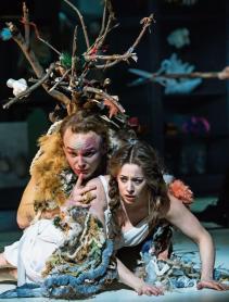 Tryllefløyten i Luzern. Bilderbuch-Traumpaar: Bernt Ola Volungholen (Papageno) und Magdalena Risberg (Pamina). Bild: Ingo Höhn/Luzerner Theater